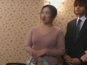 【ユーチューブ動画女性h】ガードが堅い素人妻が土下座ナンパ隊にハメられるまでの一部始終-ナンパ