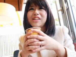 爆乳の人妻の無料主婦動画。初撮り 夫に内緒でAVに応募してきた25歳爆乳人妻まりこ