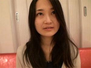 人妻のハメ撮り無料ひとずま動画。大人し目の素人妻のハメ撮り初撮りドキュメント