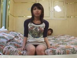インタビュー中に全裸男に襲われ即挿入される女子大生