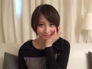 愛くるしい笑顔が素敵なショートヘアー美少女