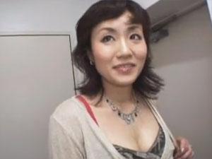 「外に出すって言ったのに…」35歳熟女奥様のマンコにたっぷり無許可中出し!