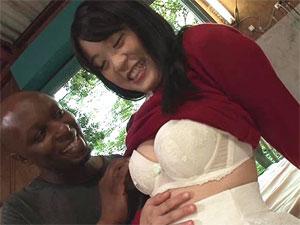 人生初の黒人チ●ポで子宮を突かれ膣奥で黒人精子を射精される素人娘