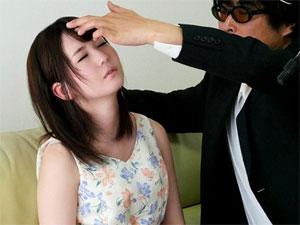 催眠術師ミッキーBが現役女子大生をマゾ催眠