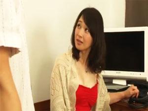 帰郷した同窓会。再会した同級生とホテルで非日常を楽しむ五十路熟女 安野由美