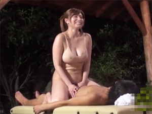 同じ職場で働く男女が箱根温泉で過激な密着泡洗体に挑戦!