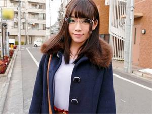 古本屋で働くドM女子大生さなえちゃん(20才)にAV出演交渉!