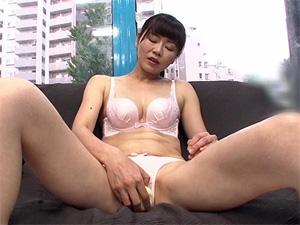 西岡奈央 43歳 お昼休み中にマジックミラー号に乗車してSEXする熟女妻