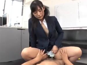美人OLのスーツ着たまま着衣SEX!