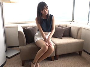 下着をズラして挿入して腰を振りまくる清楚系美女OL 黒崎麻里奈 27歳