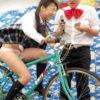 パンチラ連発!素人娘がパンチラ覚悟で自転車漕ぎまくる!