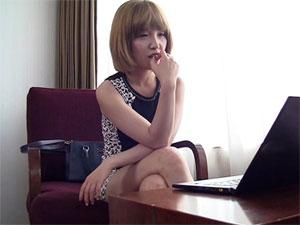 生まれて初めてAVを見て興奮してオナニーを始めてしまう韓国の素人女性